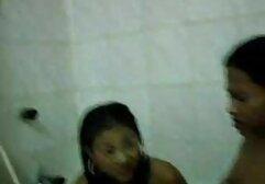Egy feleség baszik lány a fürdőszobában
